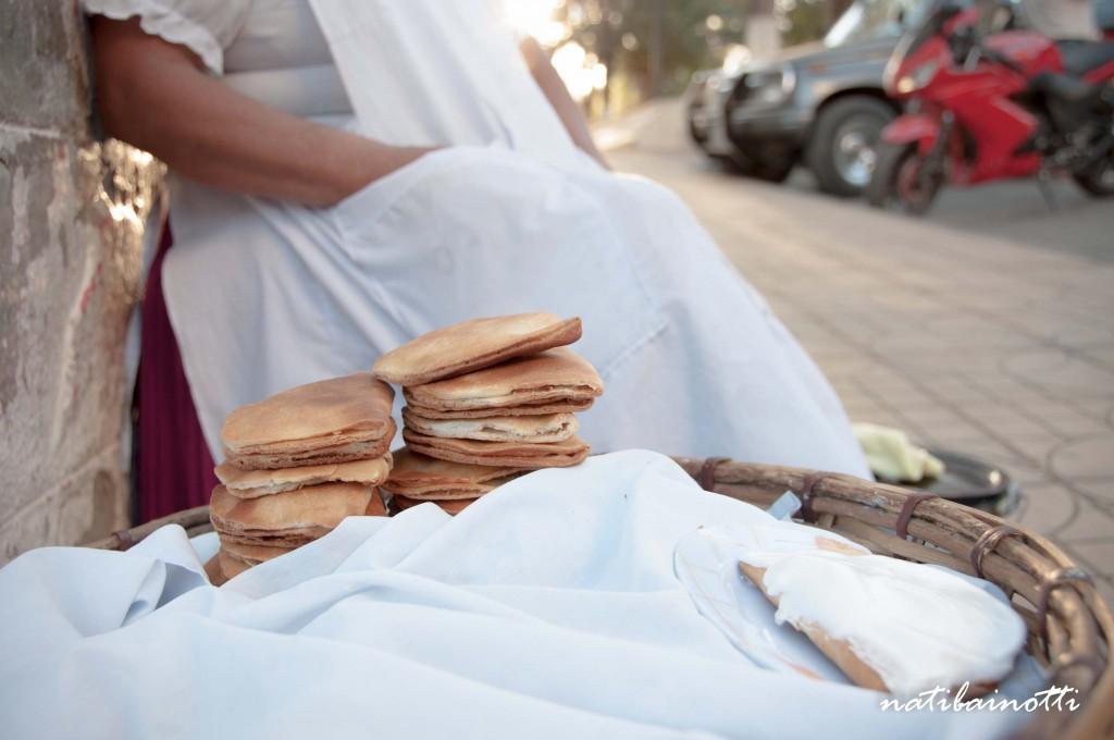 Las empanadas blanqueadas, rellenas con dulce de cayota y con meregue arriba, son típicas de San Lorenzo.