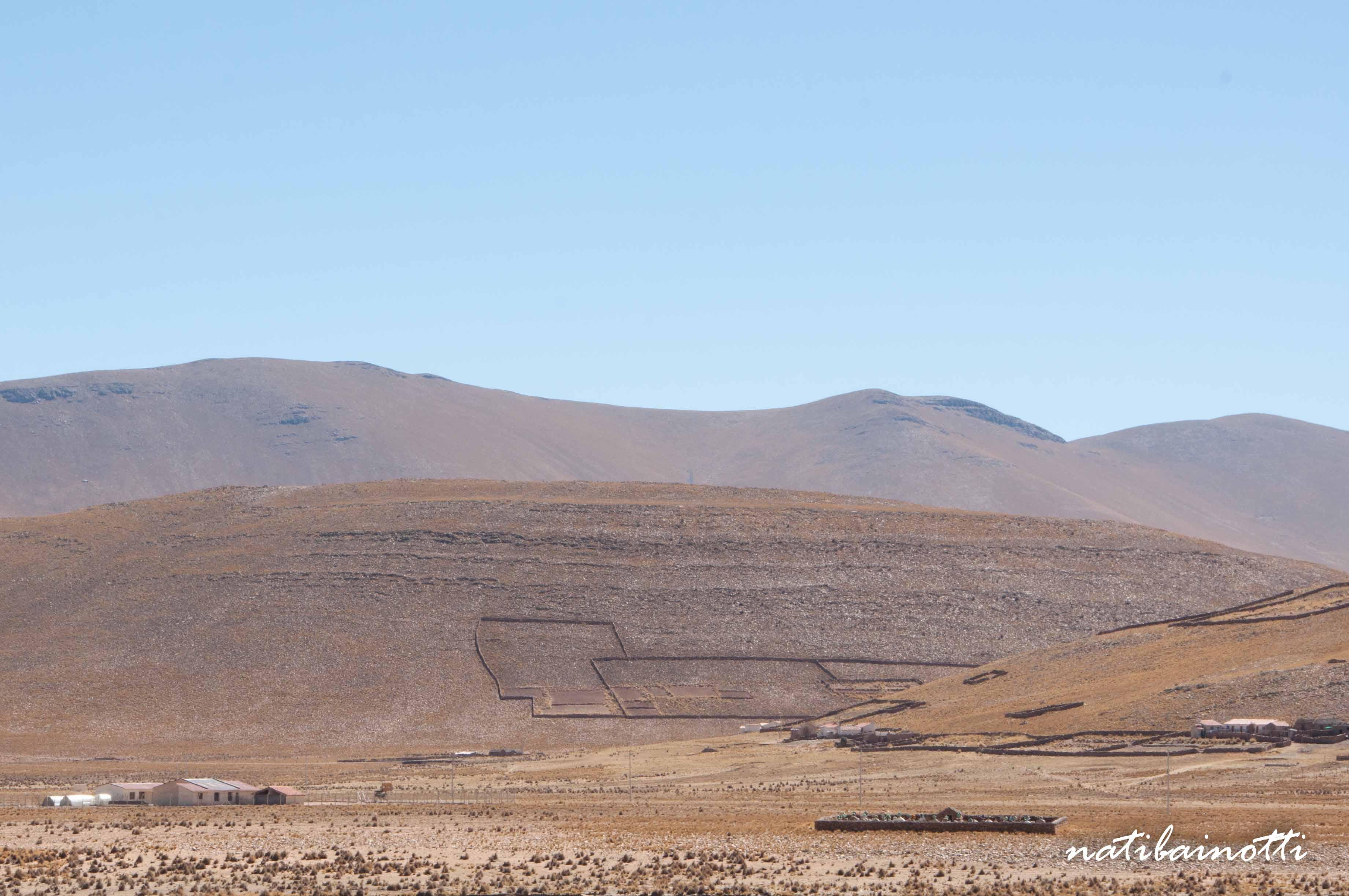 Pujzara, con sus casas y cercos de cultivo.