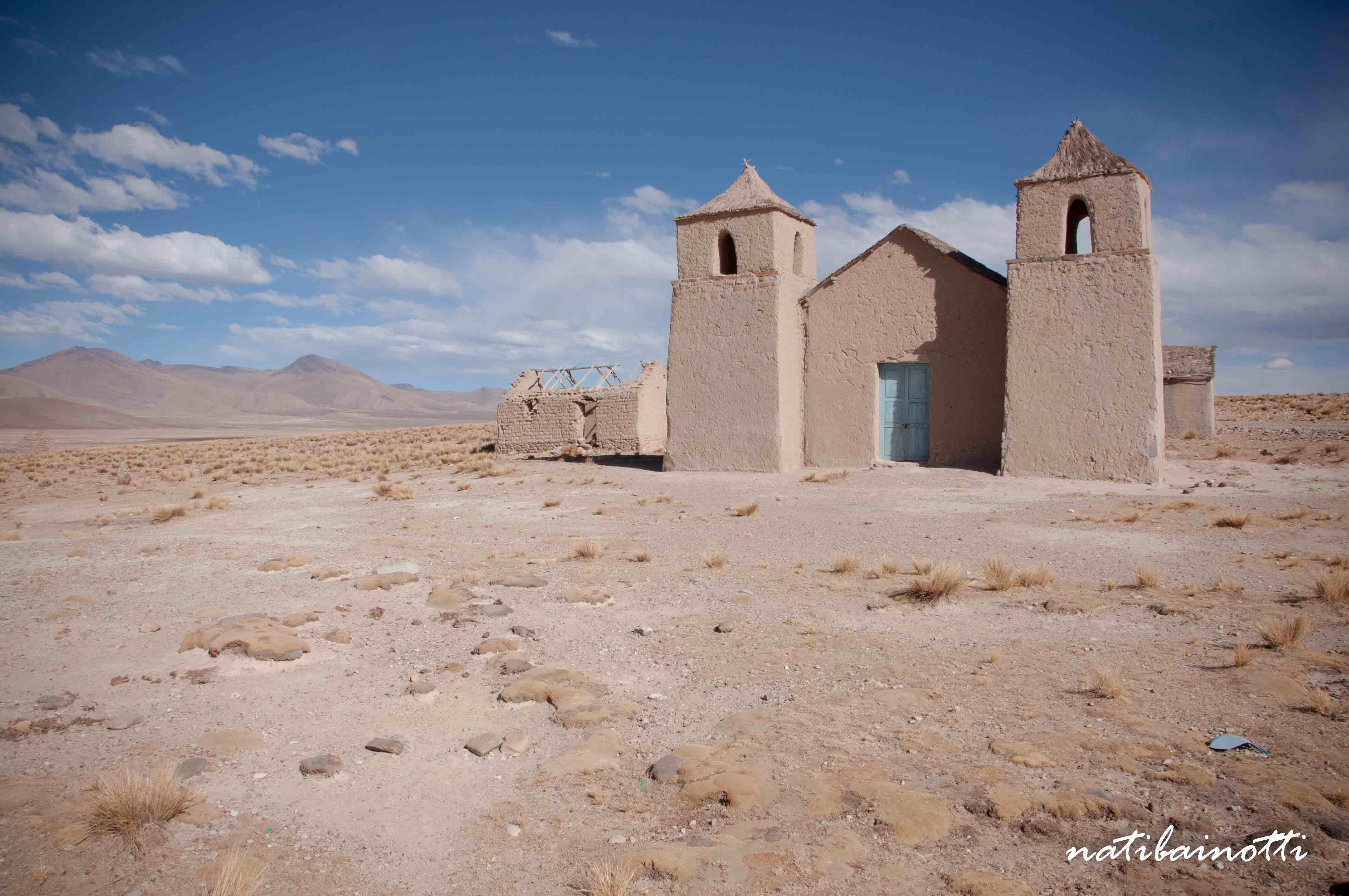 Iglesia de adobe en Pasaje.