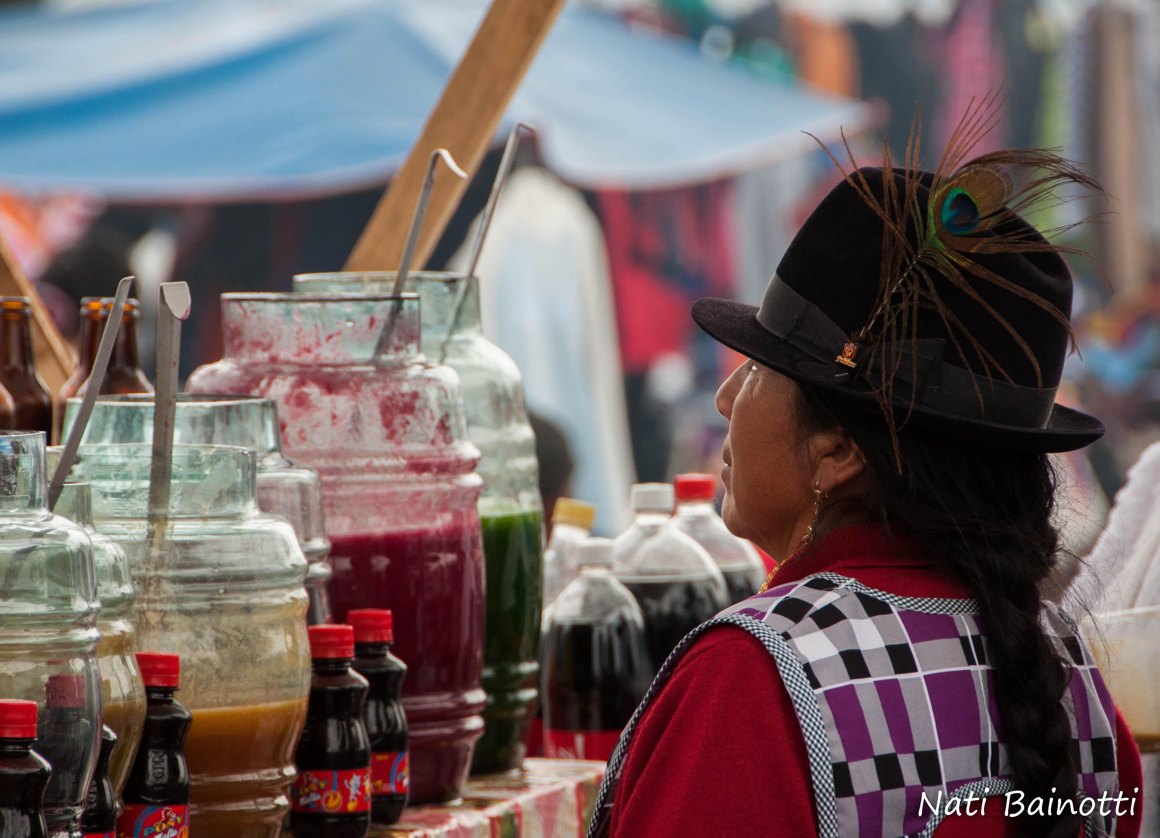 mercado-saquisili-sombreros-peter-pan-ecuador-nati-bainotti-mi-vida-en-una-mochila6