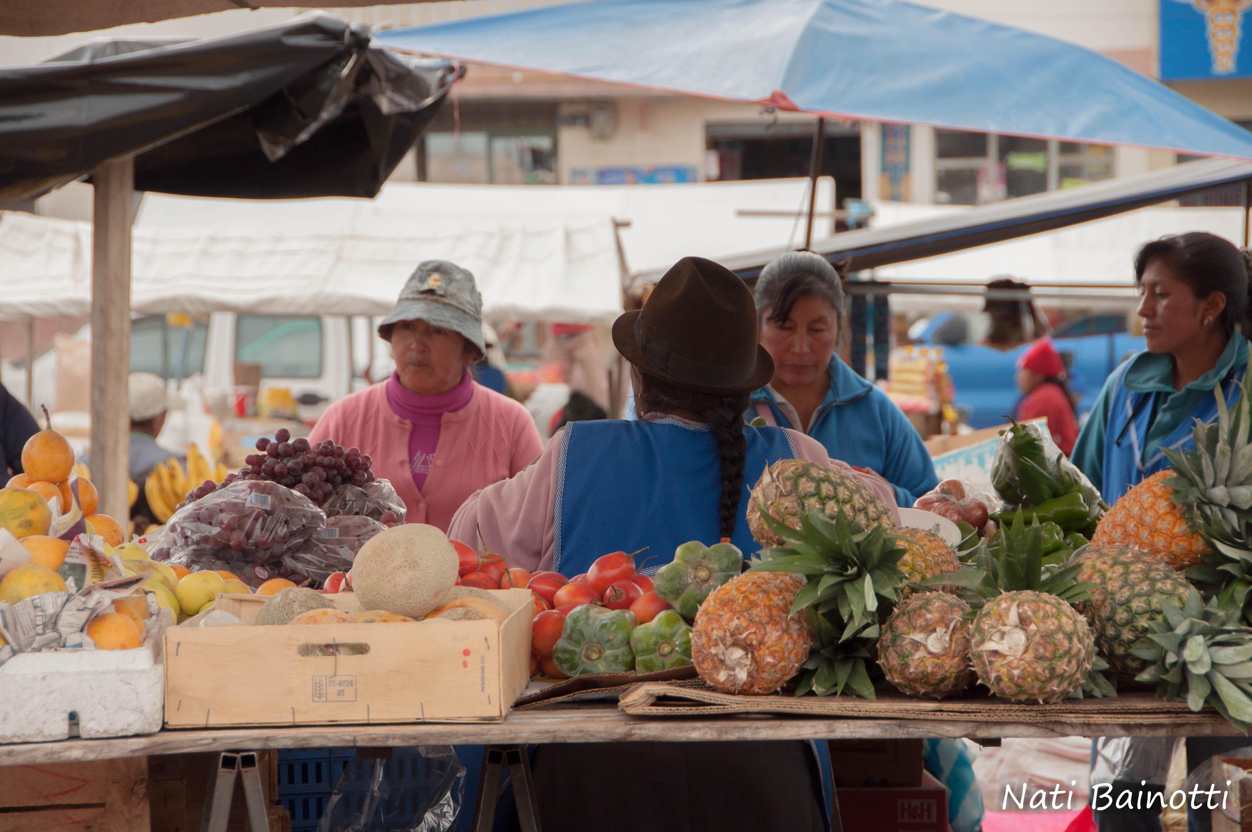 frutas-mercado-saquisili-ecuador-nati-bainotti-mi-vida-en-una-mochila