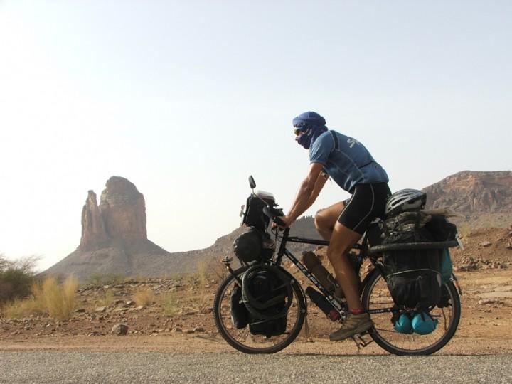 alvaro biciclown cruzando desierto africa mali