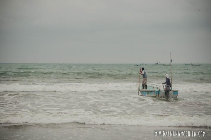 pescador puerto cayo ecuador