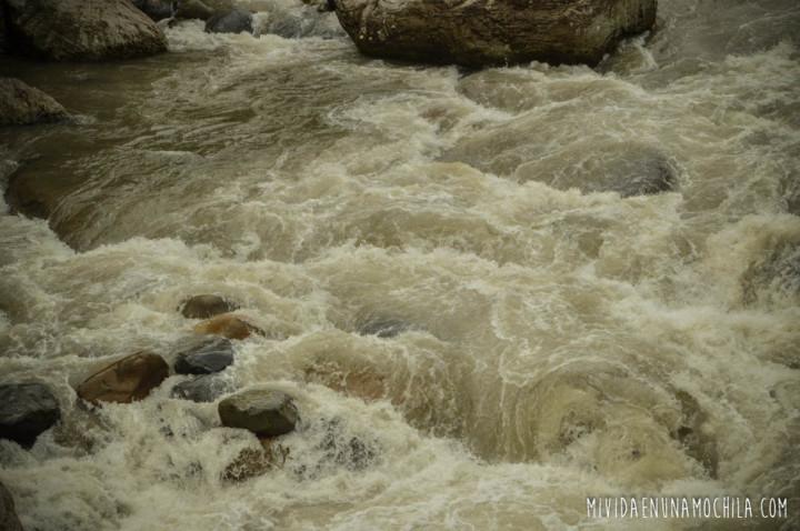 rio blanco piedras baños ecuador