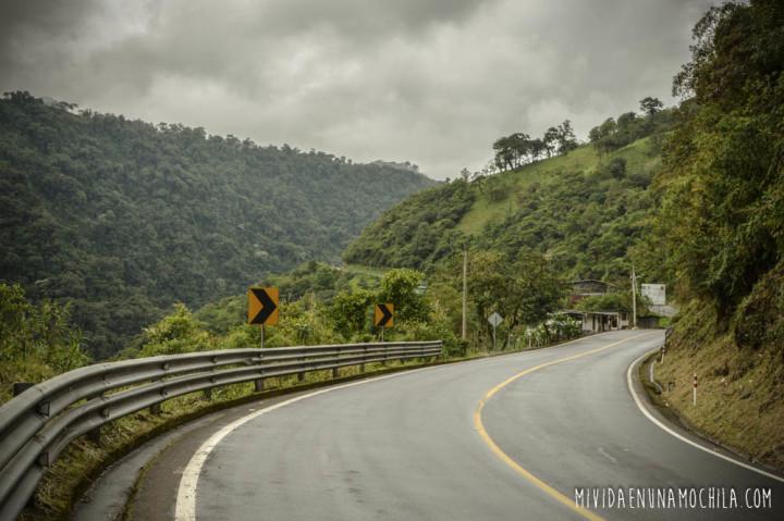 caminos ecuador